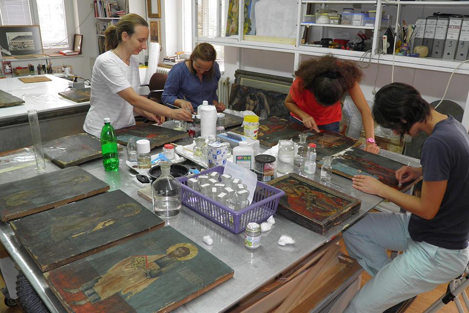 Црквено-уметничка збирка Епископског двора у Темишвару